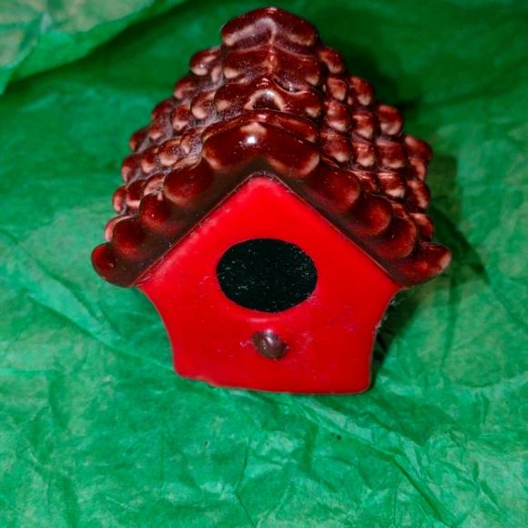 Very old vintage birdhouse salt or pepper shaker